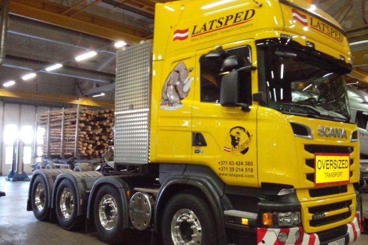 Scania 8x4 R560